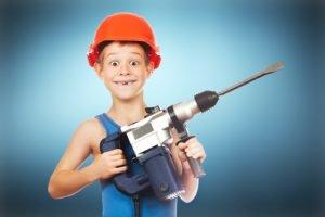 Den Werkzeugkoffer kindersicher machen – so schützt man den Nachwuchs