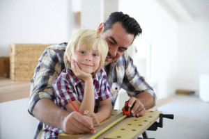 Werkzeugkoffer ideal verstauen – Gefahren für Kinder